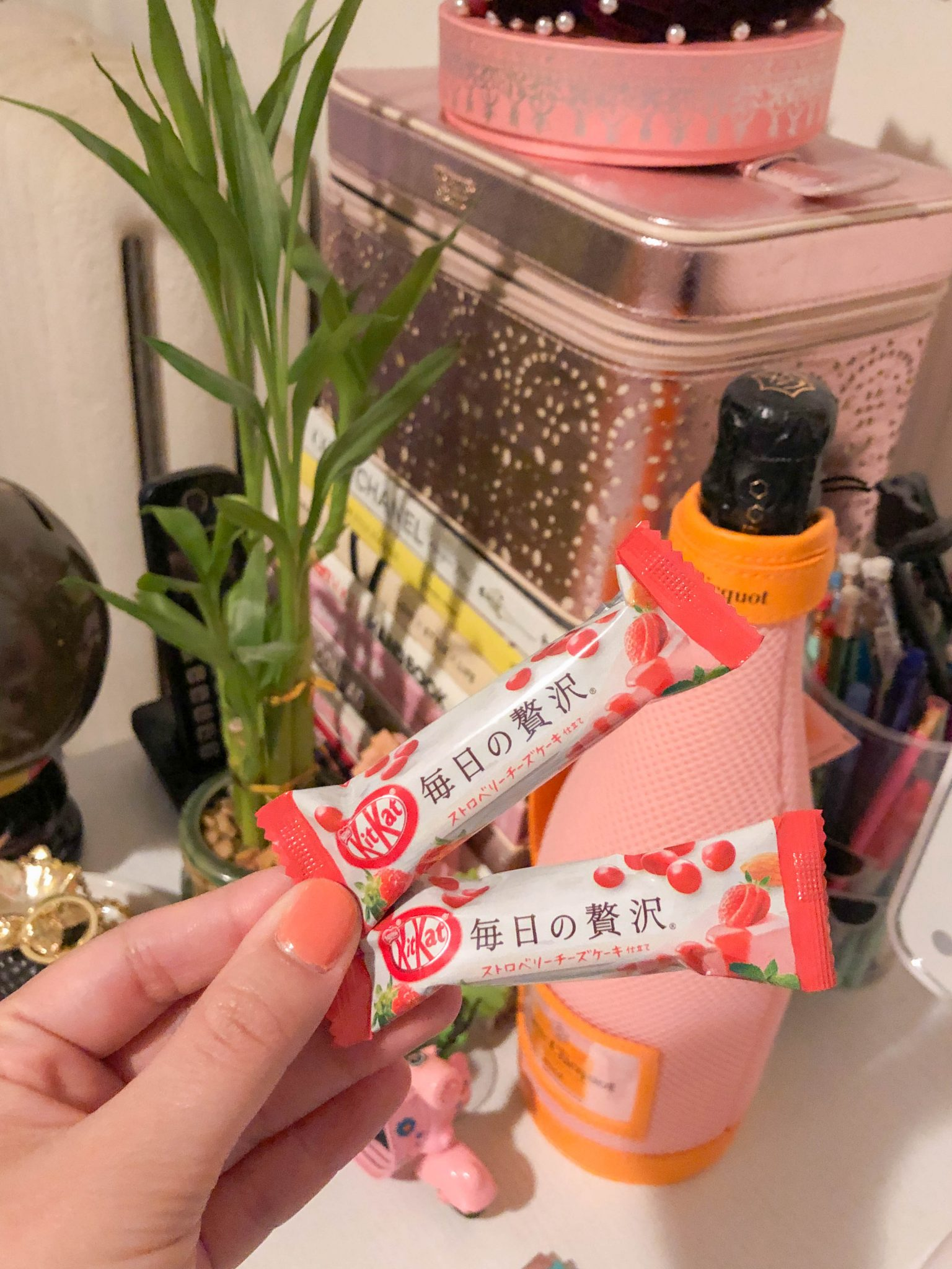 Week In Review :: A Friday Favorites Weekly Roundup by popular New York life and style blog, Live Laugh Linda: image of a woman holding two Japanese Kit Kats.